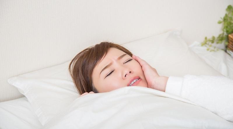 夜に歯がズキズキ痛くて眠れない・歯医者も開いてない