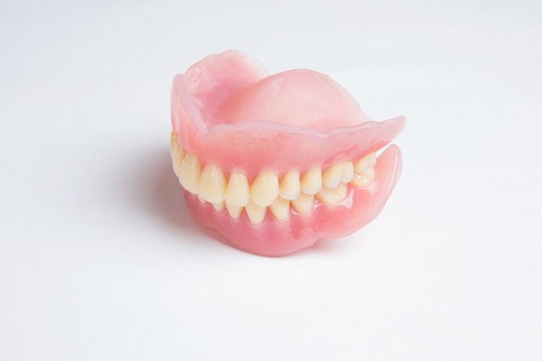 保険の入れ歯(レジン床義歯 )