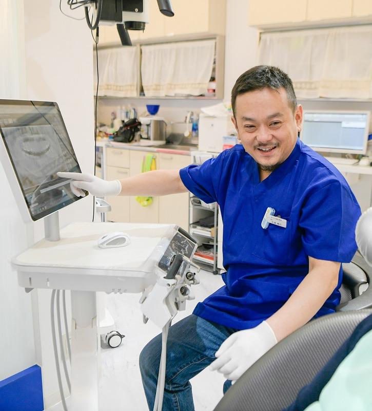 差し歯の歯茎が黒い・歯と歯茎の境目の黒ずみが気になる方へ